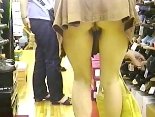 upskirt,amateur,asian,real amateur,voyeur
